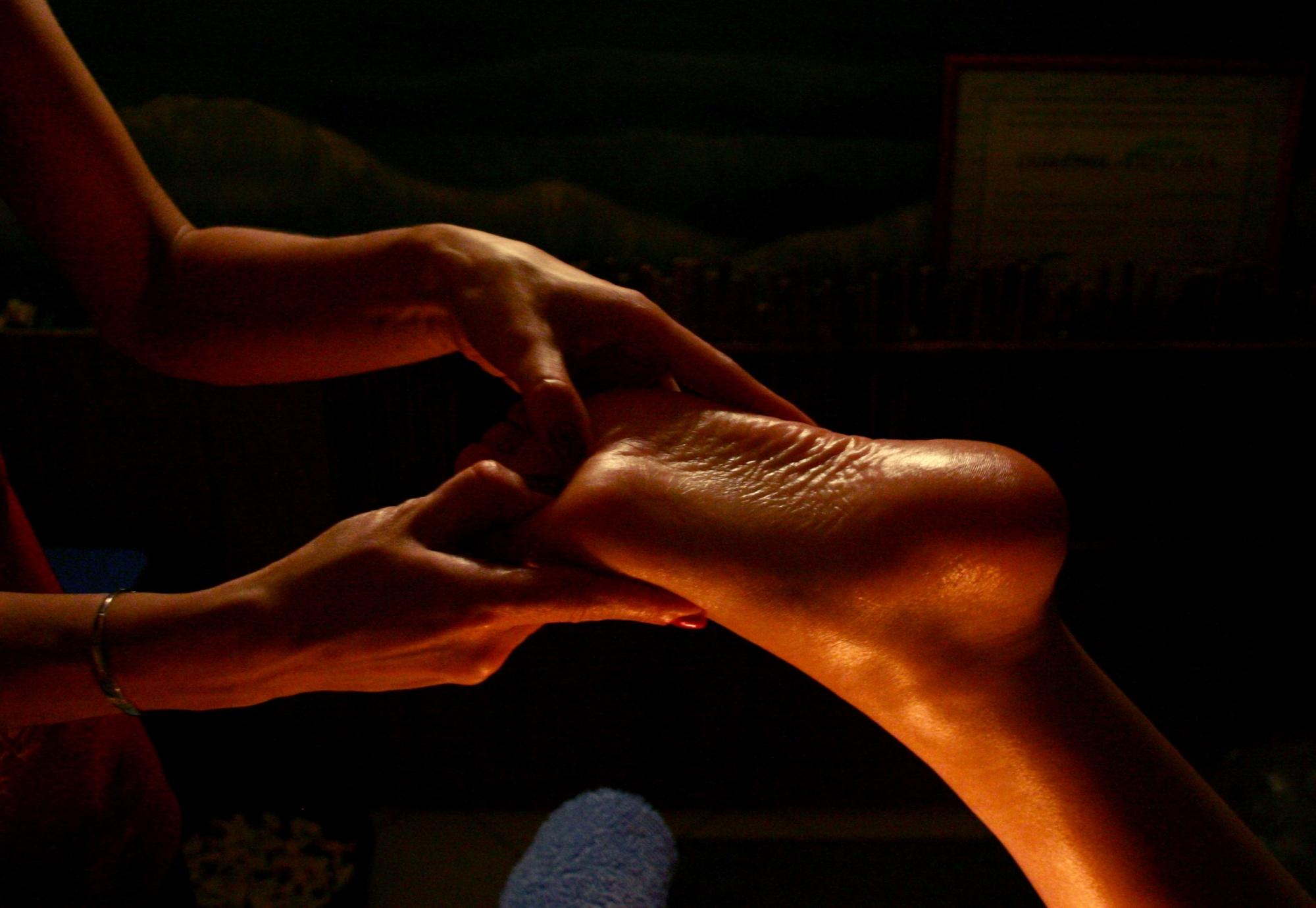 Эротический массаж мужских ступней