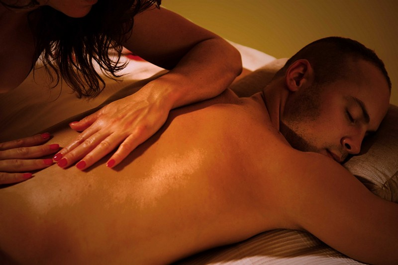 Эротический массаж со страпоном